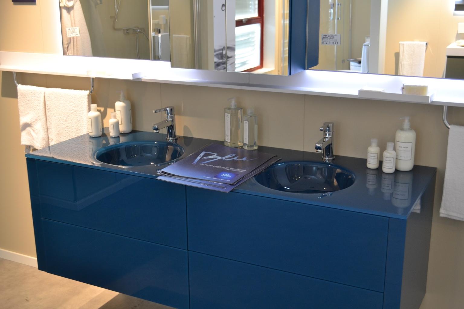 Arredo bagno blu best arredo bagno images on pinterest for Mobile bagno blu