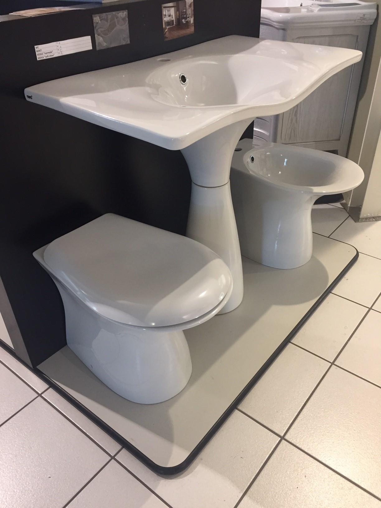 Serie sanitari modello libera nero ceramica compreso for Arredo bagno sanitari