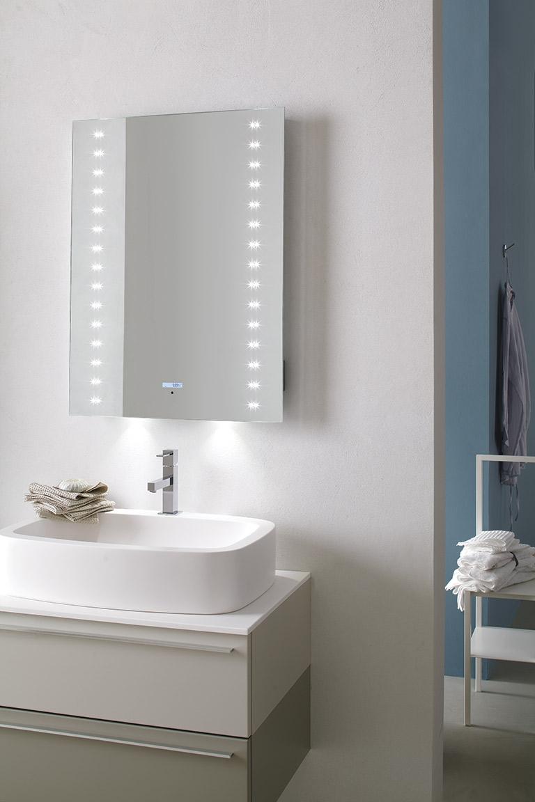 Specchio da bagno a led con lettore mp3 arredo bagno a - Specchio bagno led prezzo ...