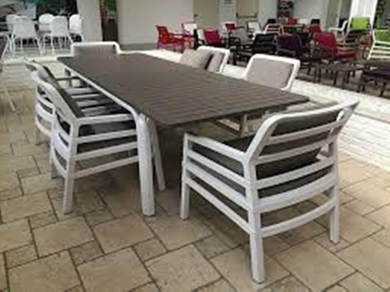 Alloro tavolo con aria poltrona nardi interni tavolo da for Tavoli e sedie da giardino in offerta