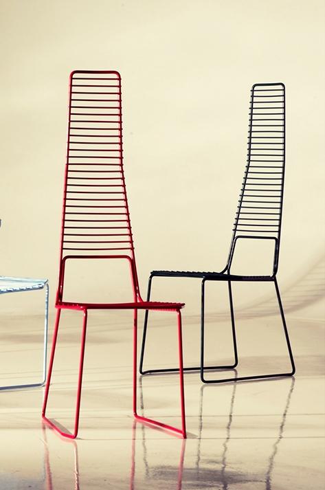 Coppia di sedie modello alieno con schienale alto for Sedia uovo giardino