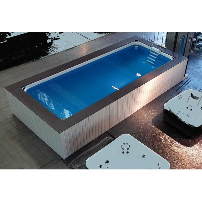 piscina fuori terra su misura con rivestimento in wpc