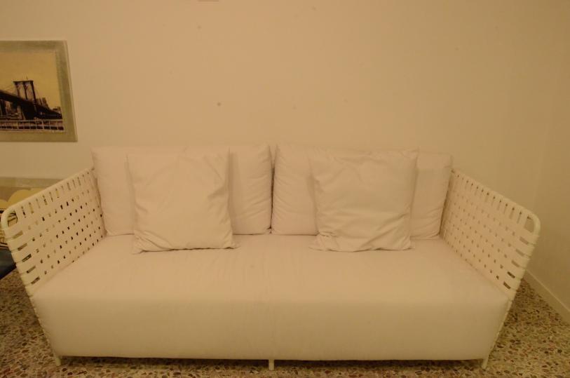Scontatissimo divano da esterno gervasoni arredo giardino a prezzi scontati - Divano in resina da esterno ...