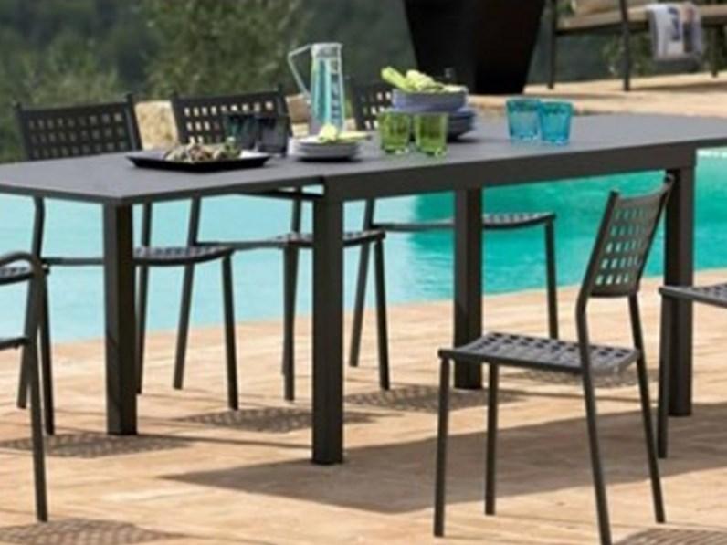 Sofy in ferro antico vermobil 4 poltrone alice tavolo for Arredo giardino in ferro