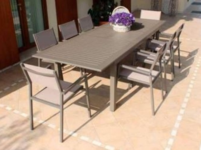 Tavolo cuba con 4 poltrone avana di cosma outdoor living a for Arredo giardino design outlet