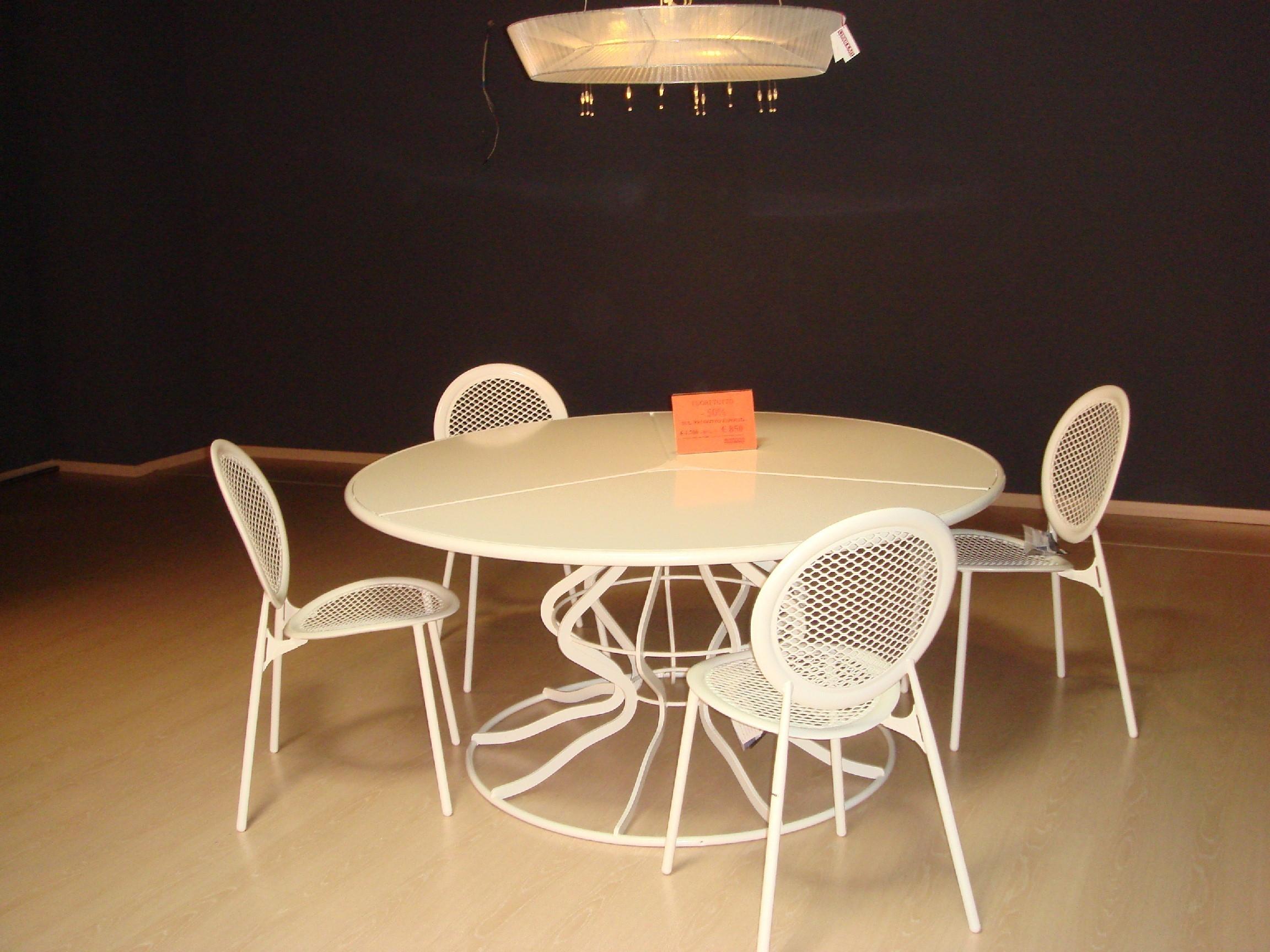 Tavolo emu giardino minuetto completo di sedie scontato for Emu mobili giardino prezzi