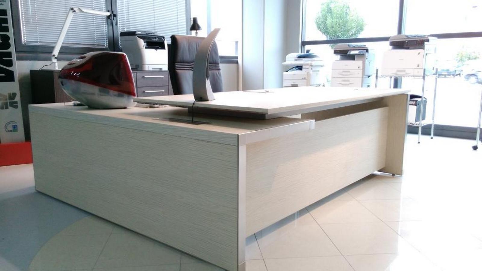 Las mobili per ufficio eos scrivanie legno arredo for Mobili ufficio outlet