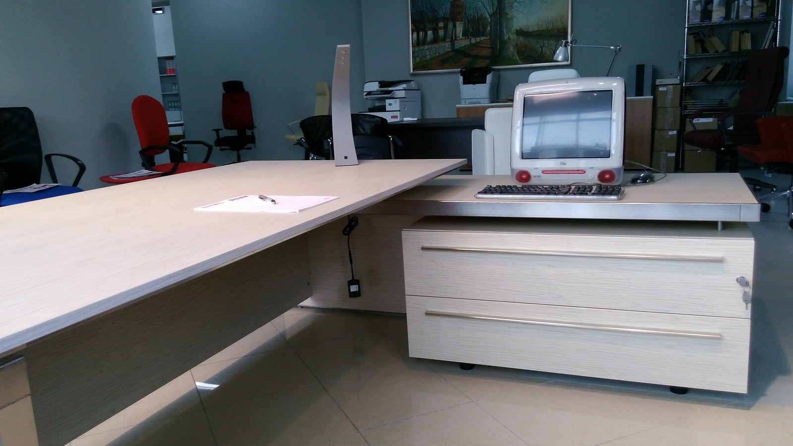 Las mobili per ufficio eos scrivanie legno arredo for Scrivanie ufficio vetro prezzi