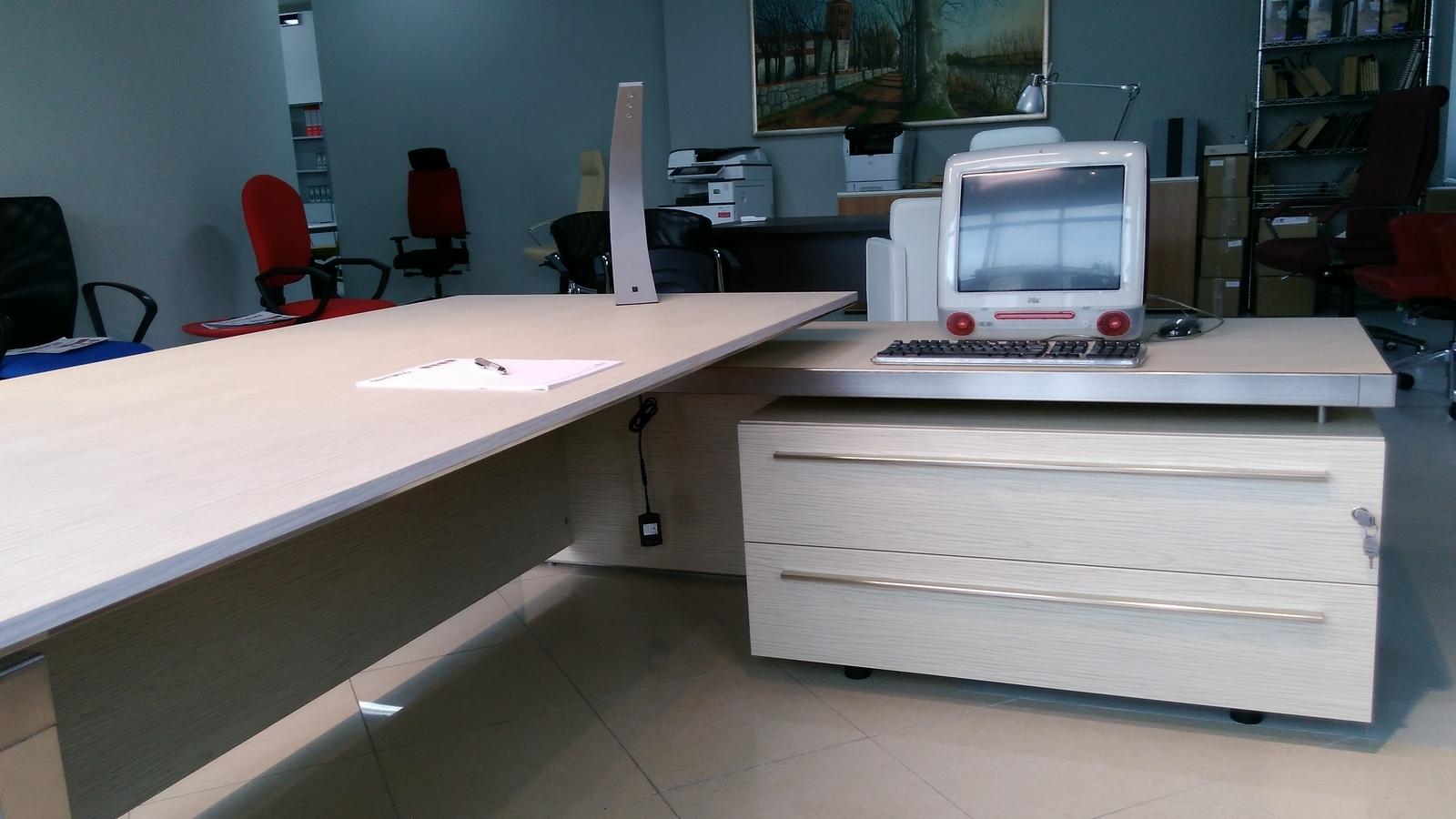 Emejing las mobili ufficio contemporary acrylicgiftware for Arredo ufficio veneto