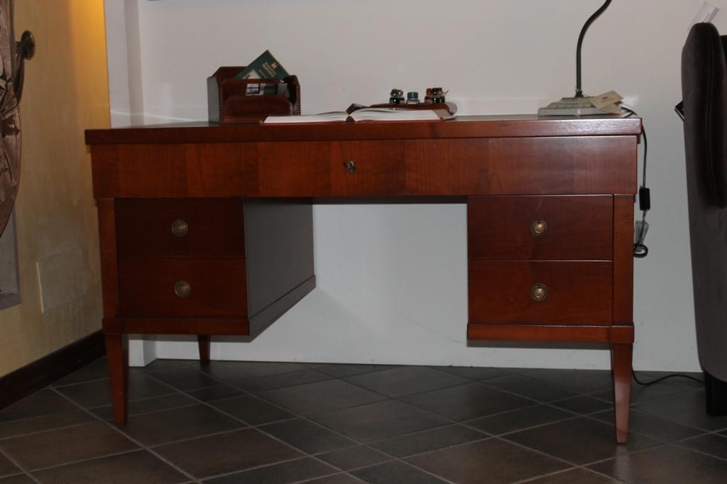 Outlet scrivania arredo ufficio a prezzi scontati for Arredo ufficio prezzi