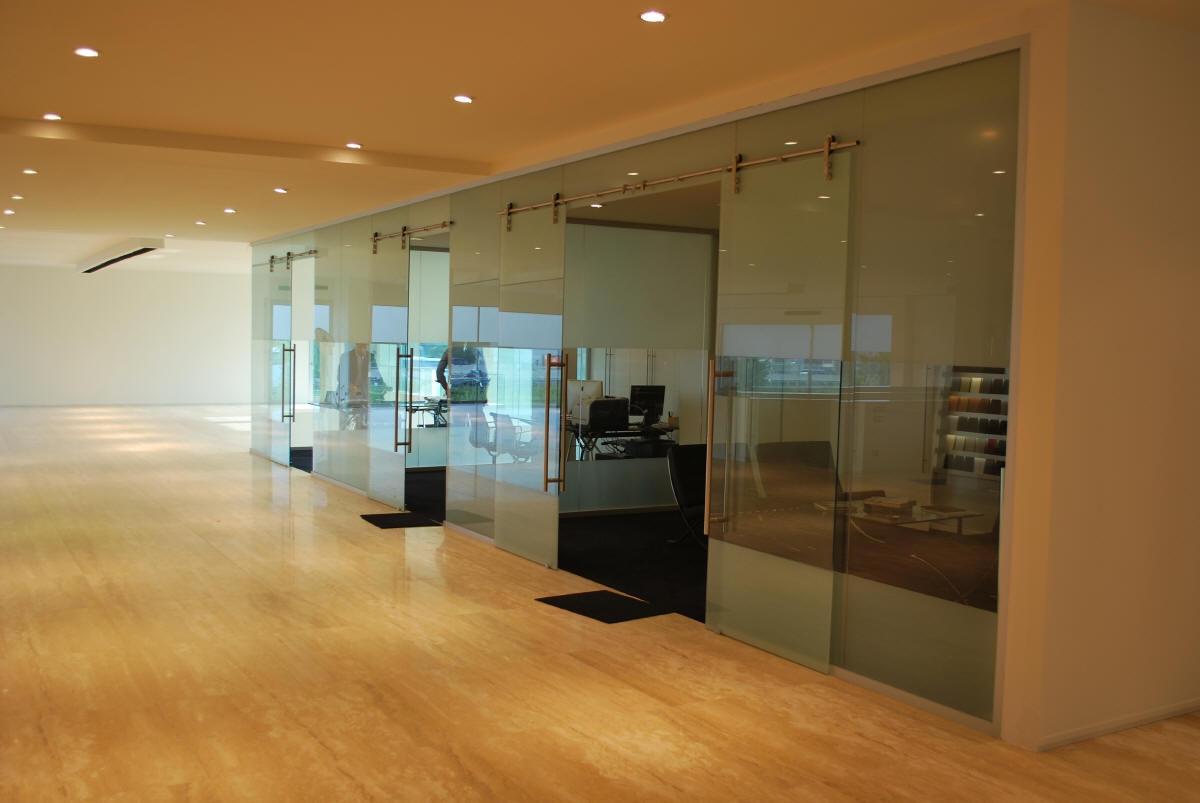 Pareti divisorie in vetro arredo ufficio a prezzi scontati for Mobili ufficio scontati