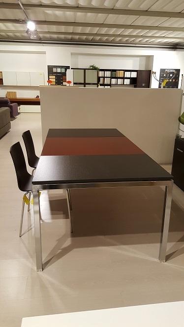 Arredo ufficio outlet elegant scrivania operativa in for Arredo ufficio catania