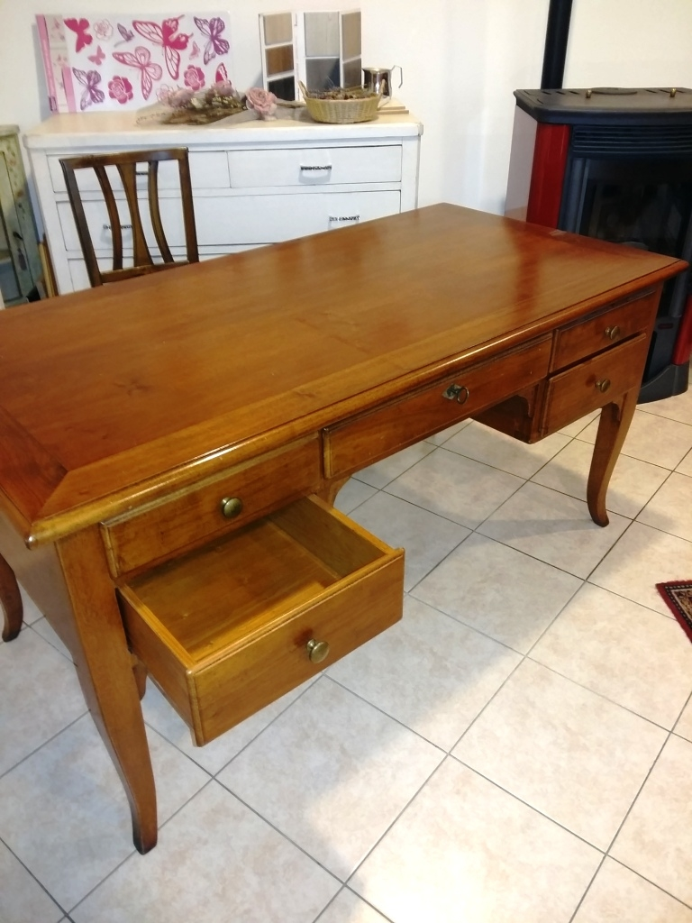Cool scrivania per ufficio con cassetti in legno massello - Scrivanie legno design ...