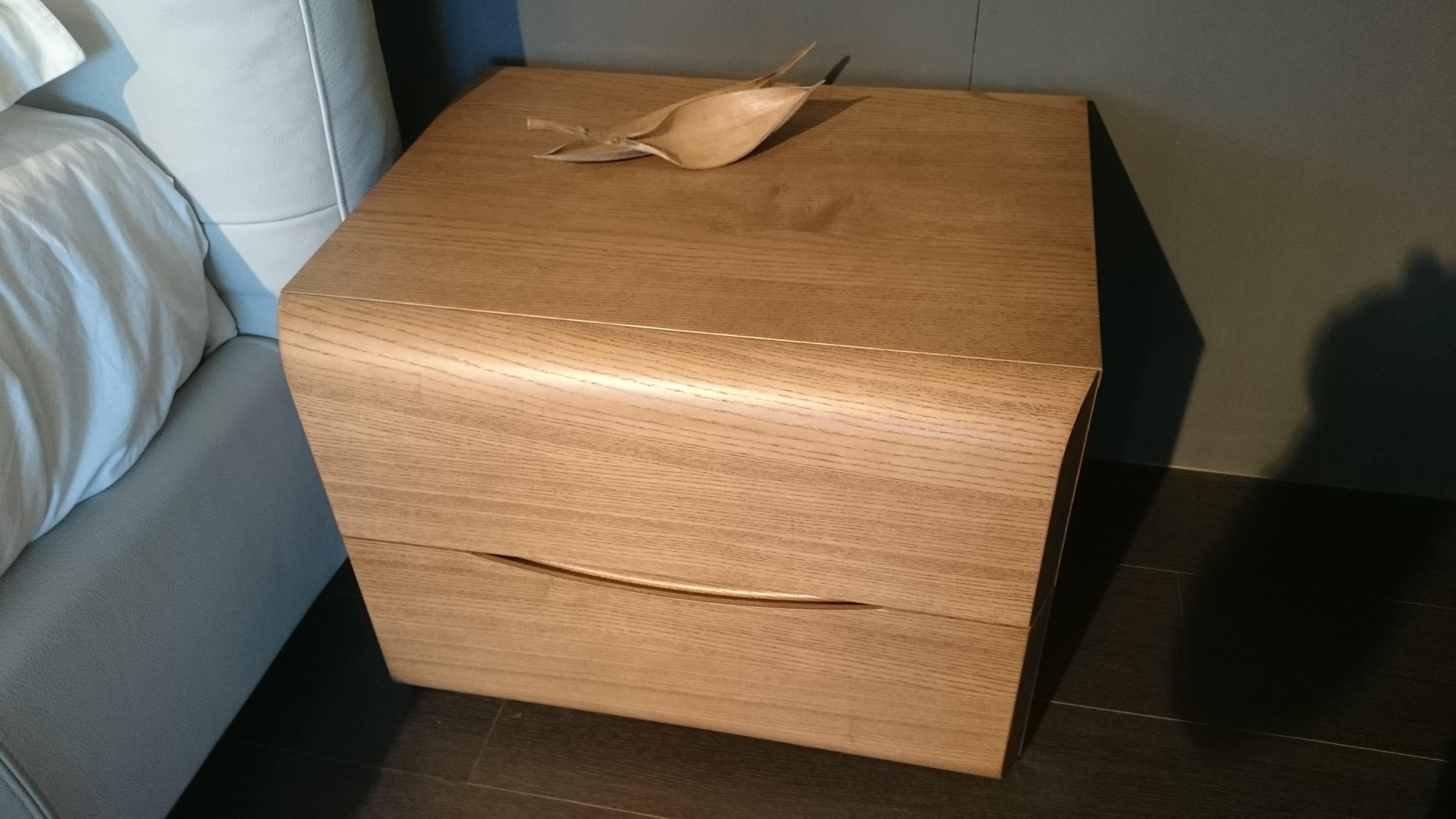 Gruppo letto modello venus legno di vittoria camere a for Camere da letto in legno prezzi