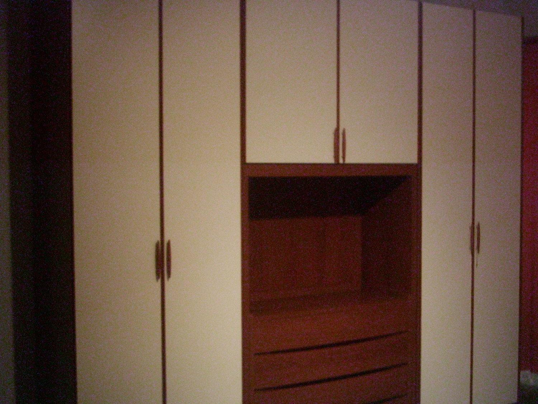 Colore pareti camera da letto mobili bianchi idee per la - Mobili neri camera da letto ...