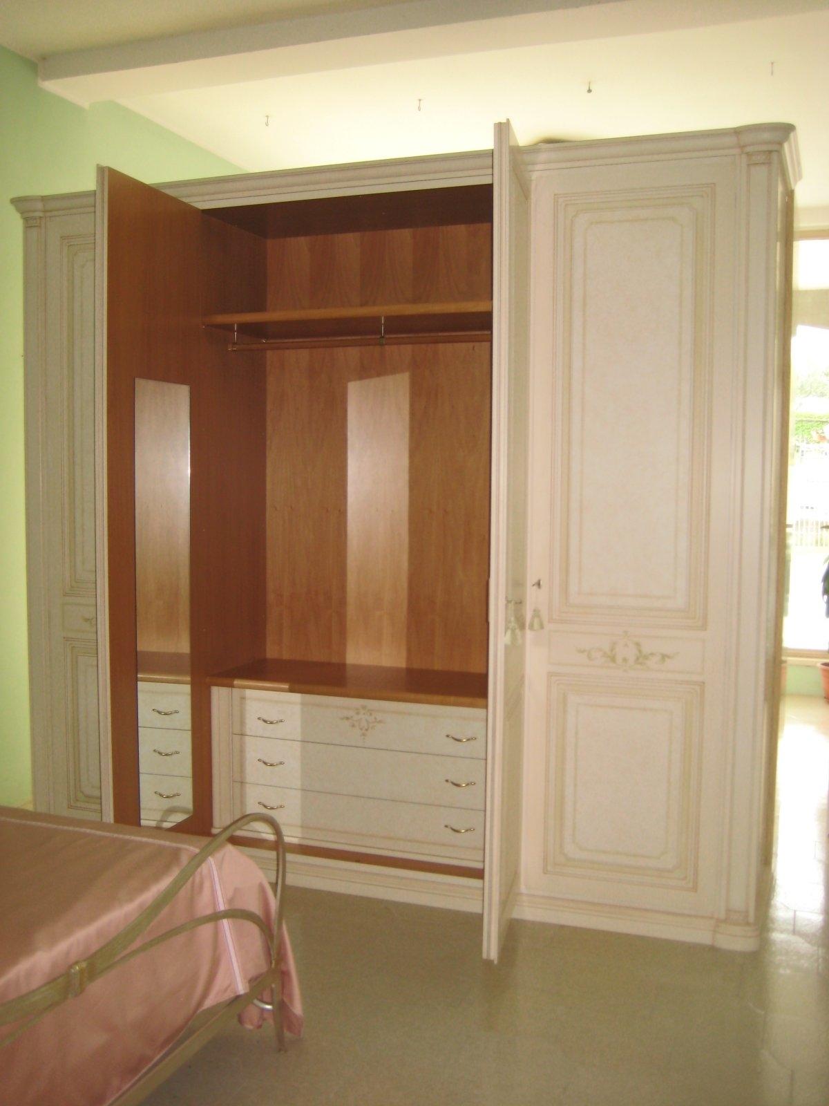 Camera classica appartenente - Cucine fascia alta ...