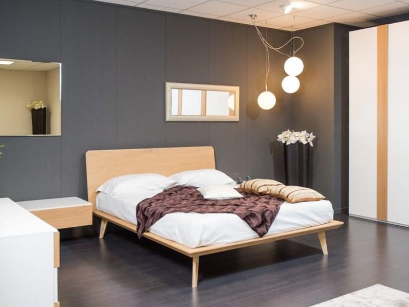 Camera completa sistema con letto in legno nodato - Sistema per leggere a letto ...