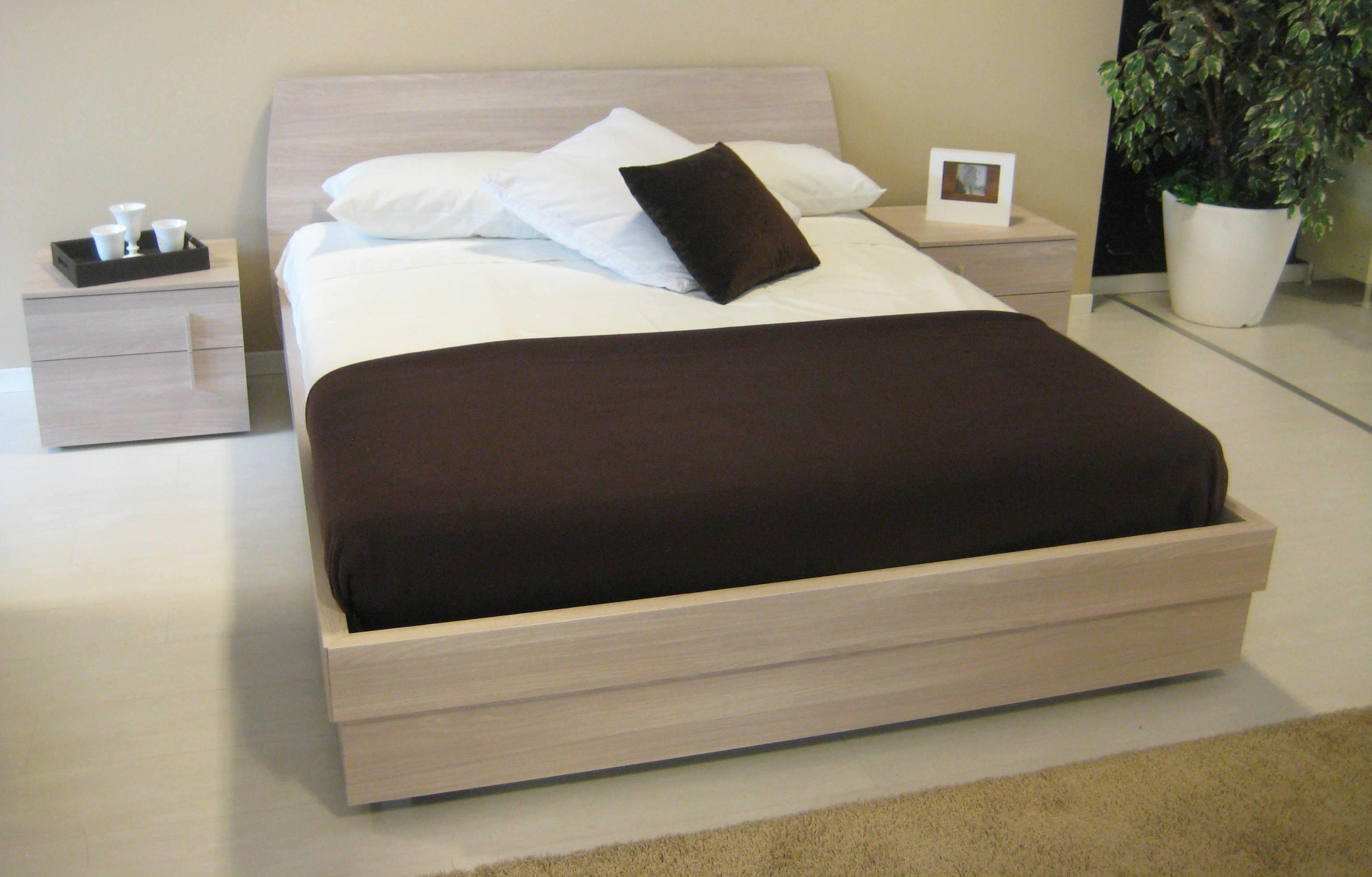 Camera con letto contenitore nuovissima camere a - Letto con contenitore ...
