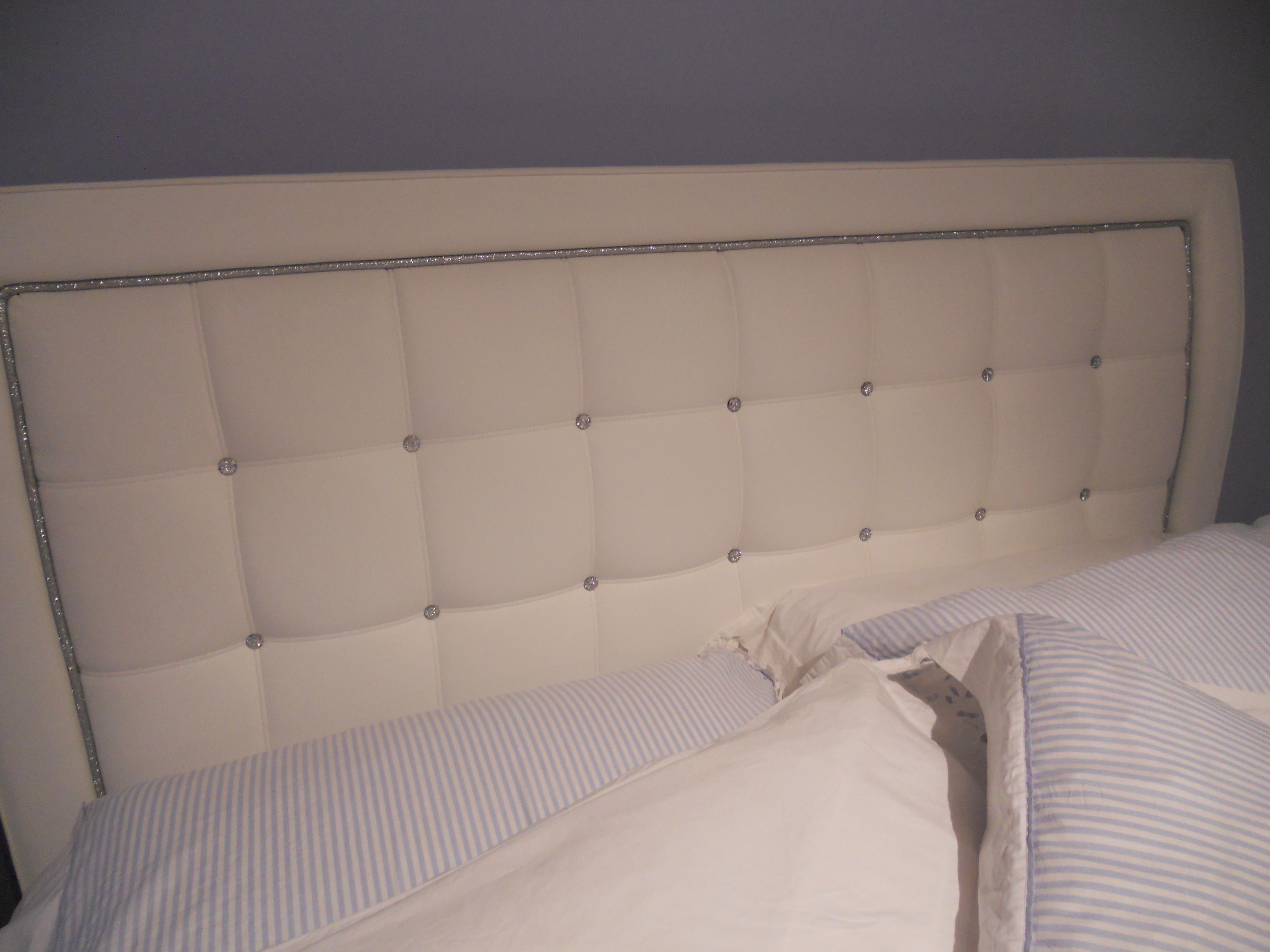 Camera da letto in offerta camere a prezzi scontati for Camere da letto in legno prezzi
