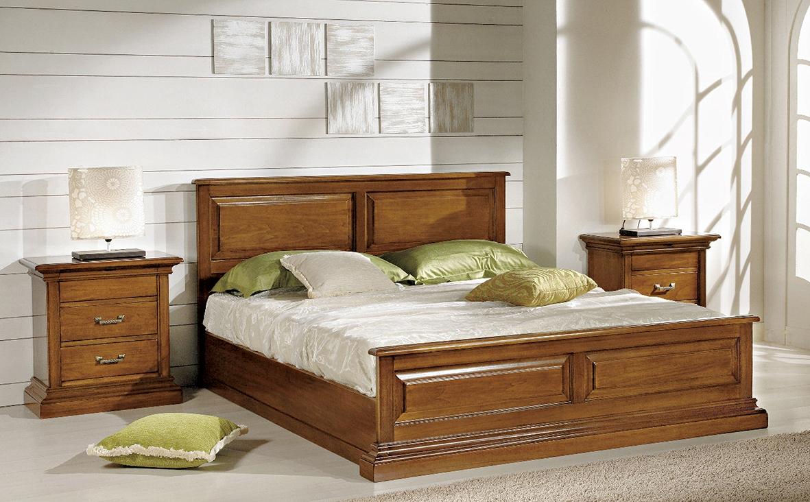 Camera da letto in stile classico con letto matrimoniale for Camere da letto in legno prezzi