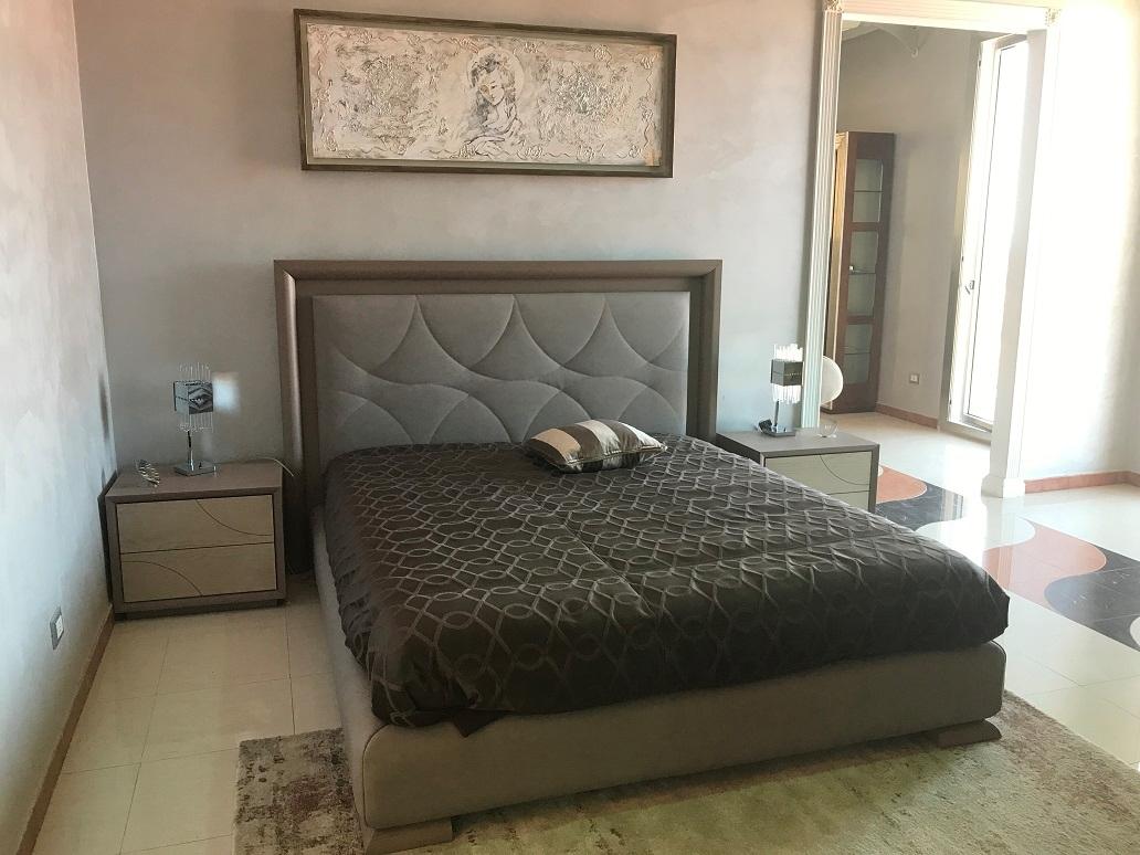 Camera da letto moderna eclettica di signorini coco in - Camera letto moderna ...