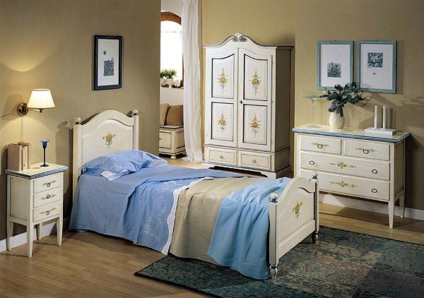 Camera da letto stile provenzale in promozione camere a - Arredamento provenzale camera da letto ...