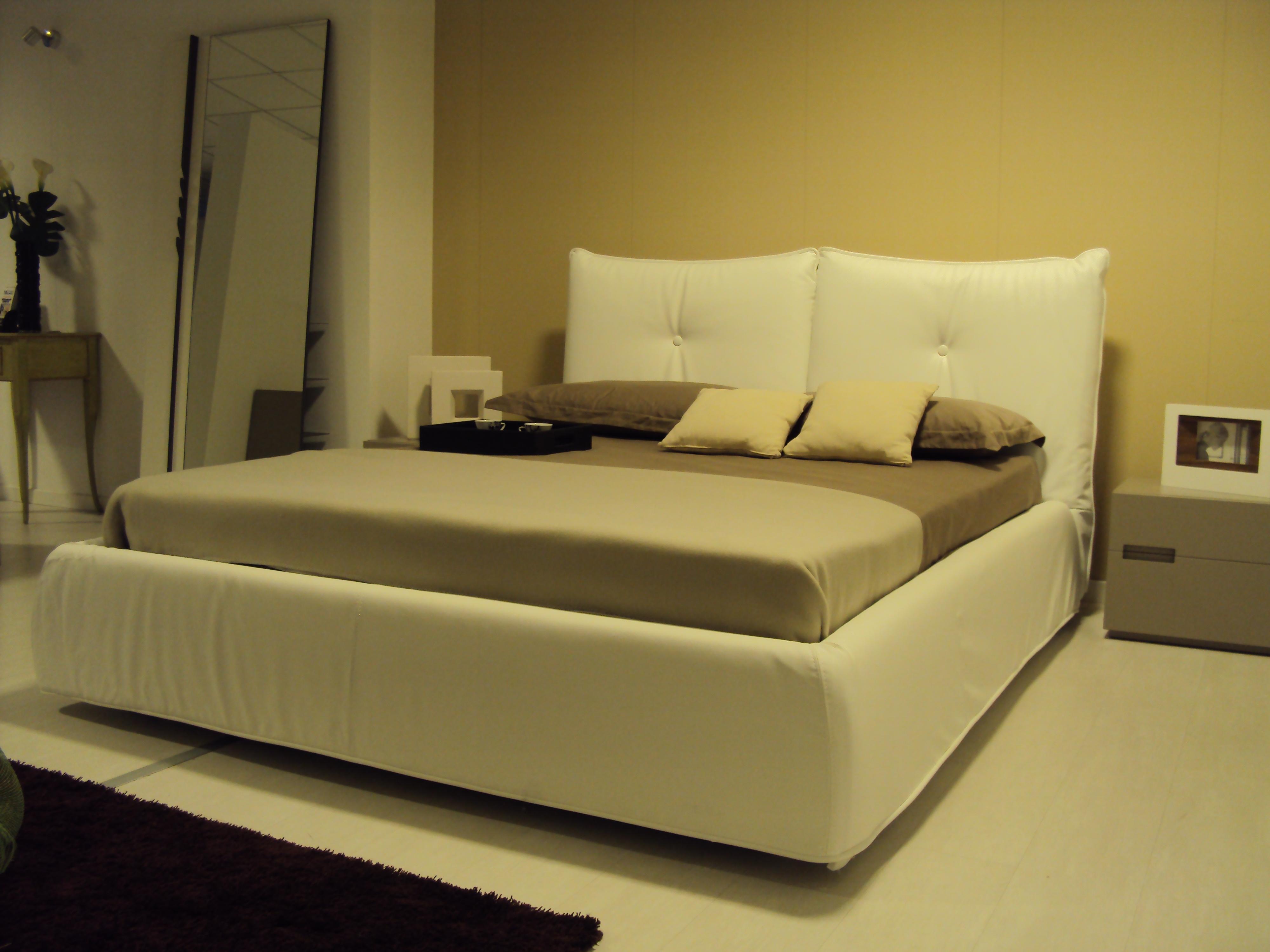 Camere da letto ragazze - Parete camera da letto tortora ...