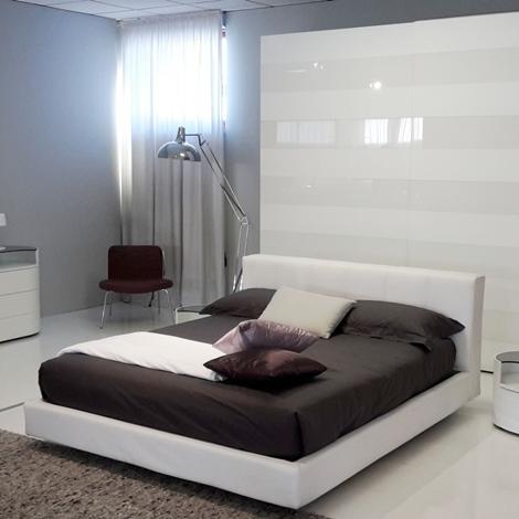 http://www.outletarredamento.it/img/camere/camera-letto-club-como-e-comodini-charme-by-tomasella_N1.jpg