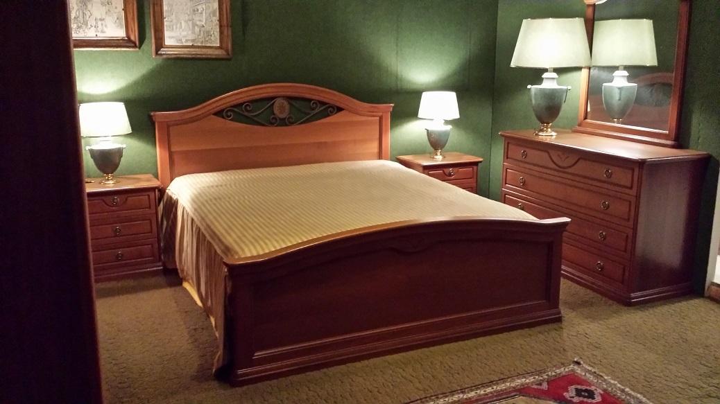 Camera Camera matrimoniale classica in noce scontato del ...