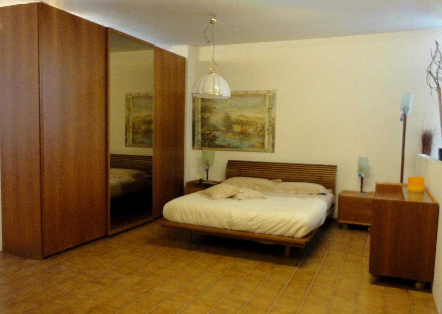 Camera matrimoniale moderna in legno completa scontata 60 for Camera matrimoniale in legno