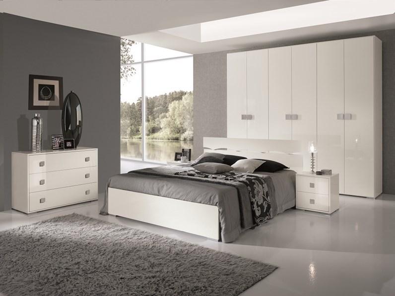 Beautiful camera da letto laccata bianca contemporary for Camera matrimoniale bianca