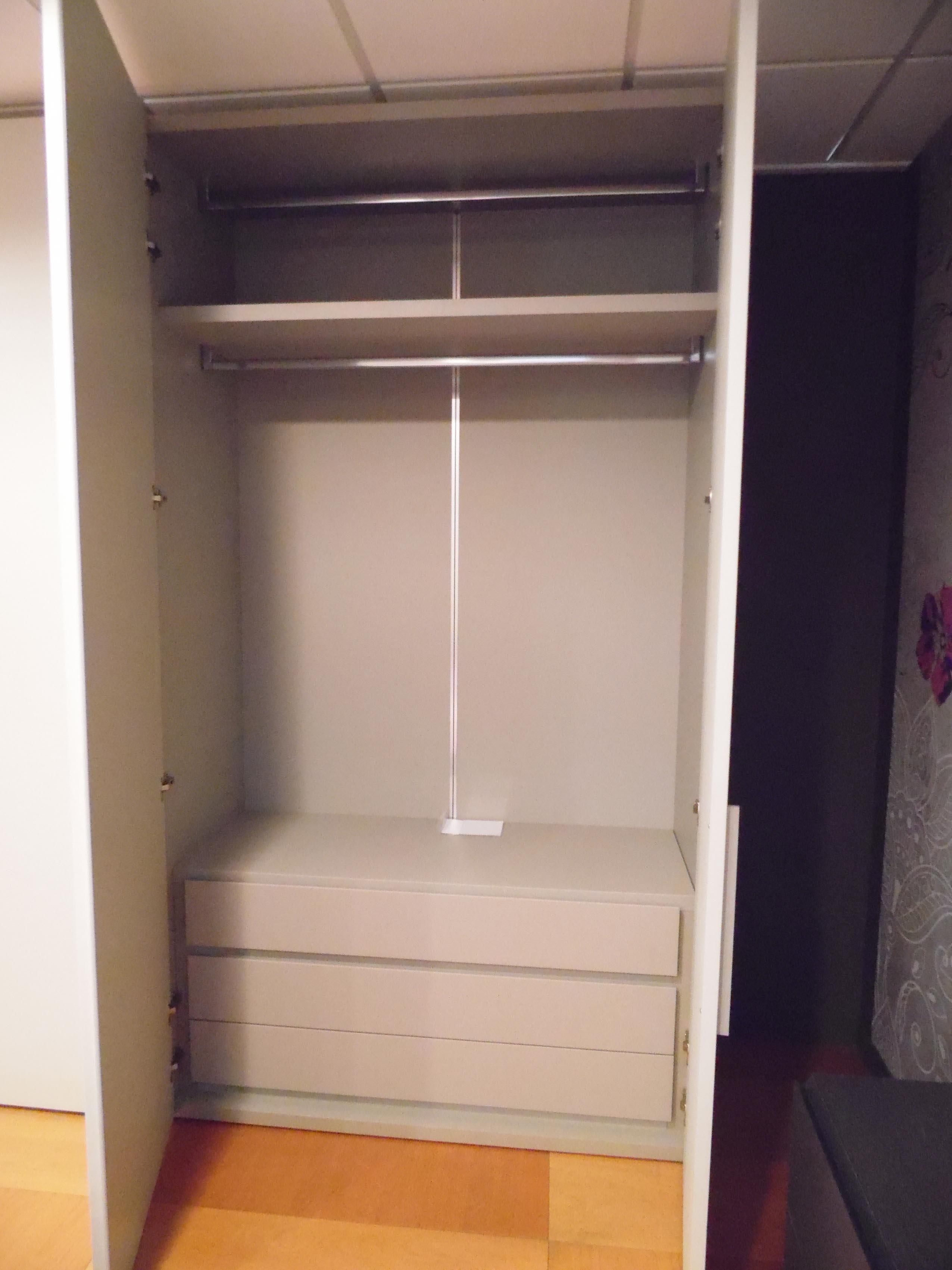 Camera pianca con armadio laccato poro aperto, letto filo xl e ...