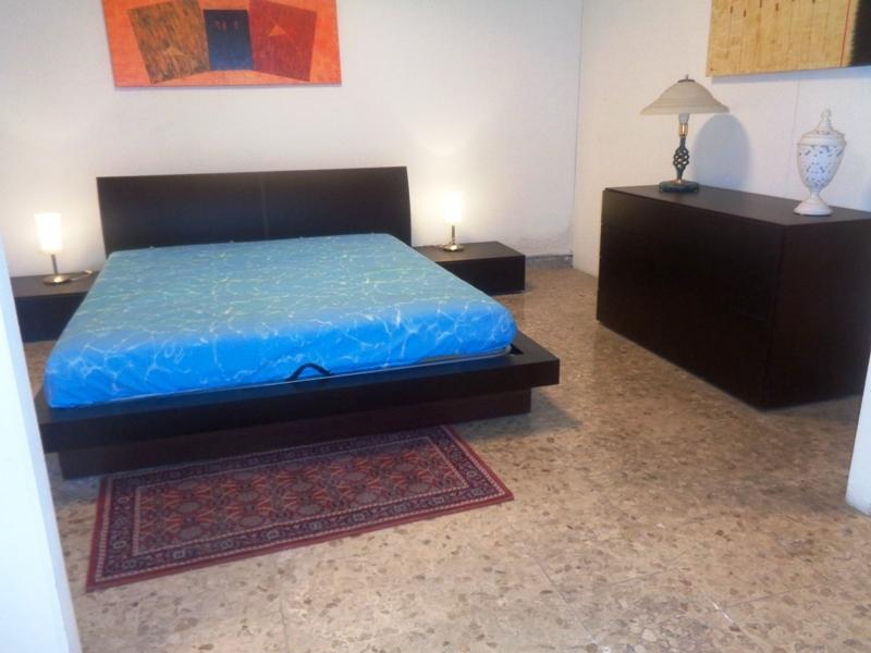 Pianca camera letto contenitore weng people testata cuoio legno moderno com e comodini - Letto contenitore legno prezzi ...