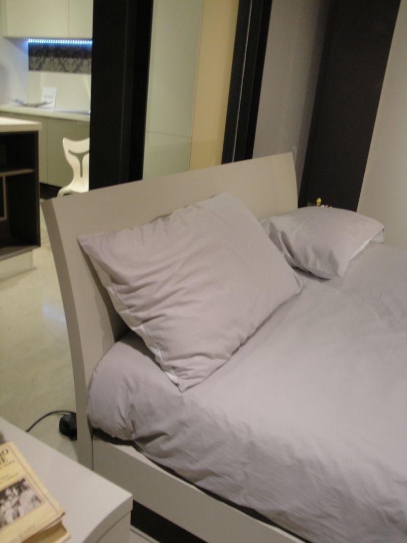 Camera matrimoniale moderna con armadio ante scorrevoli - Arredamento camera matrimoniale moderna ...