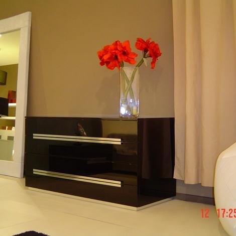 Camera rossetto arredamenti nero laccato lucido camere a for Arredamenti como e provincia
