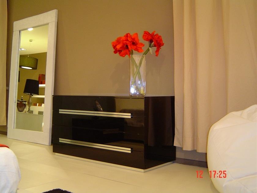 Camera rossetto arredamenti nero laccato lucido camere a for Mobili neri