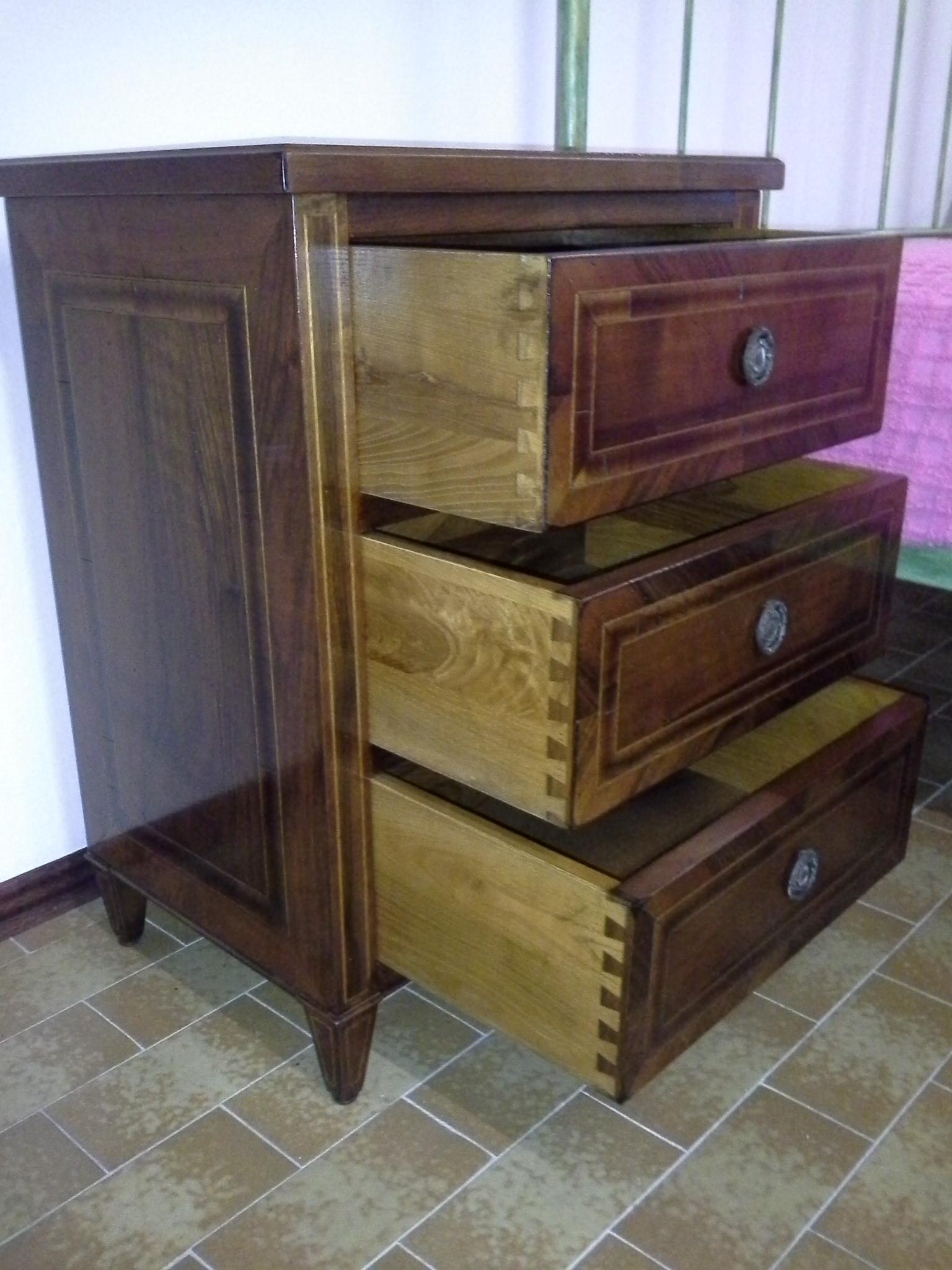 Comodini interamente in legno camere a prezzi scontati for Zanotti arredamenti