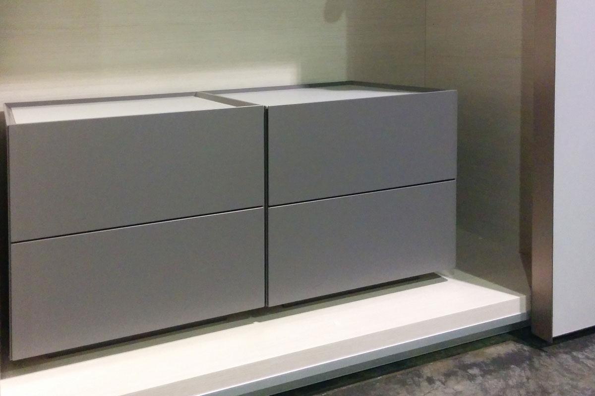 Comodino moderno due casssetti camere a prezzi scontati for Lops arredi distretto del design trezzano