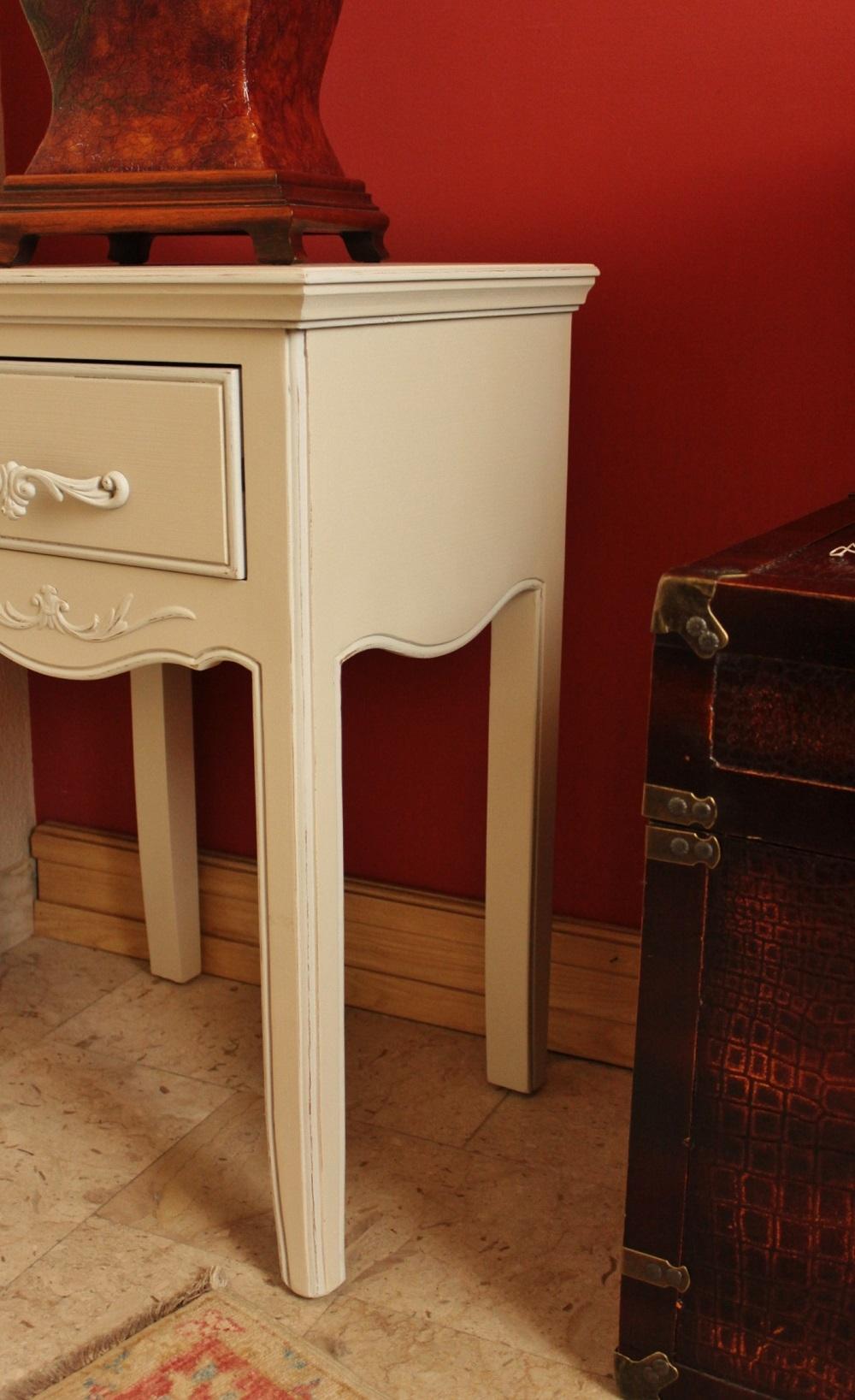 Coppia 2 comodini in stile provenzale in offerta al 40 for Camere in stile country