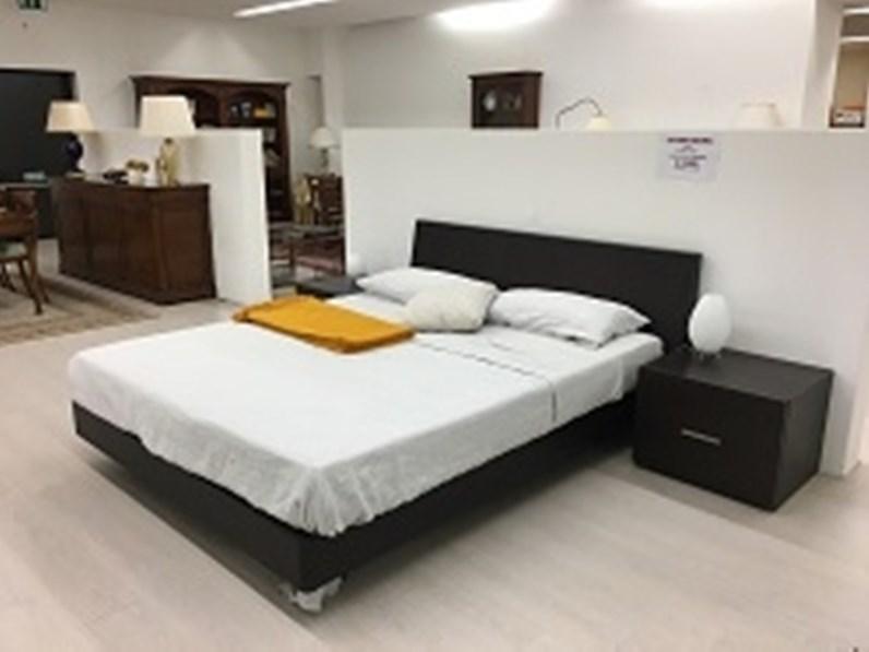 Letto completo di comodini modello Ligio di Sangiacomo in legno tinto wengè  a prezzo ribassato
