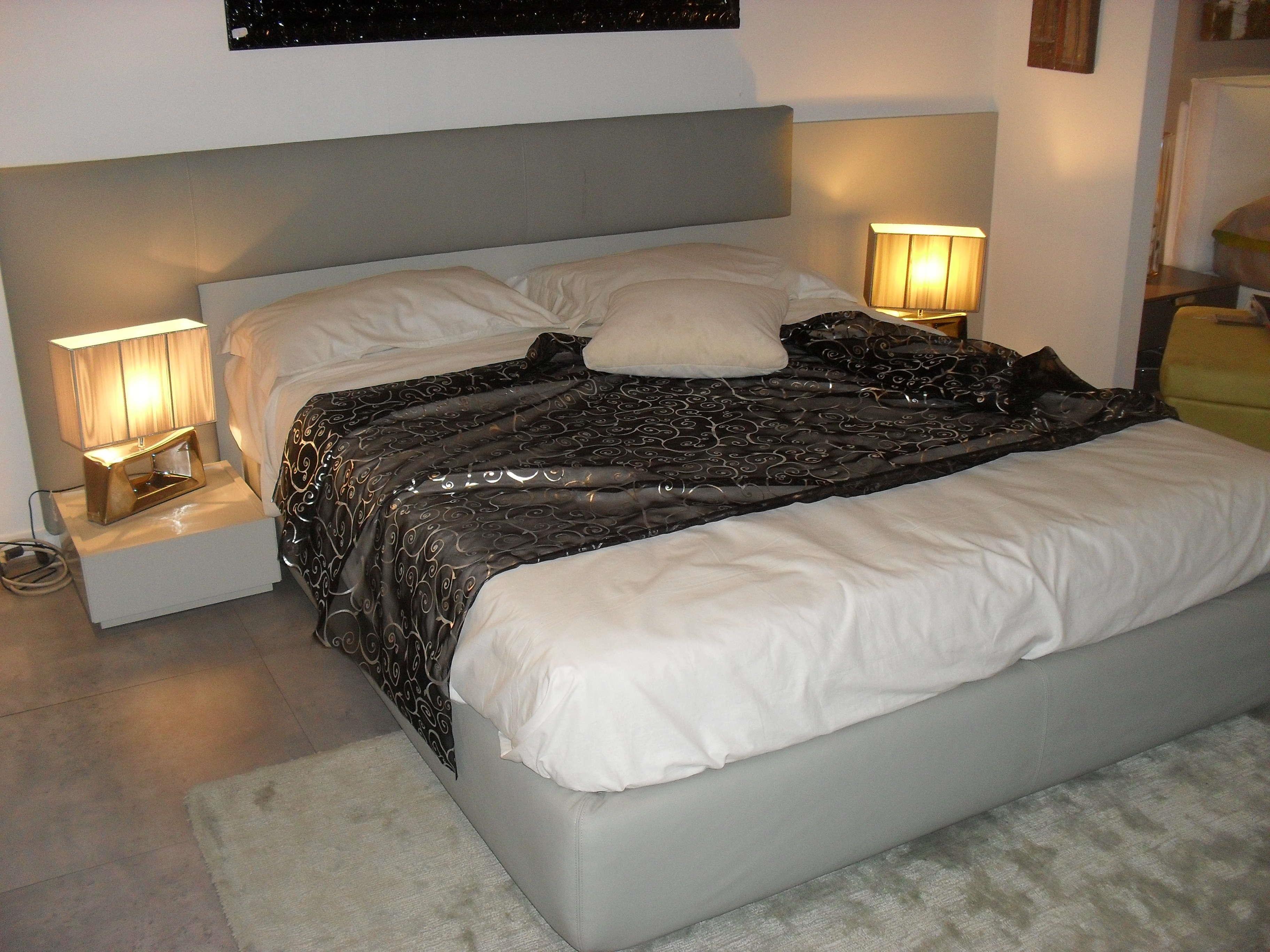 Camera da letto freccia prezzo camera da letto in for Comodini salvaspazio