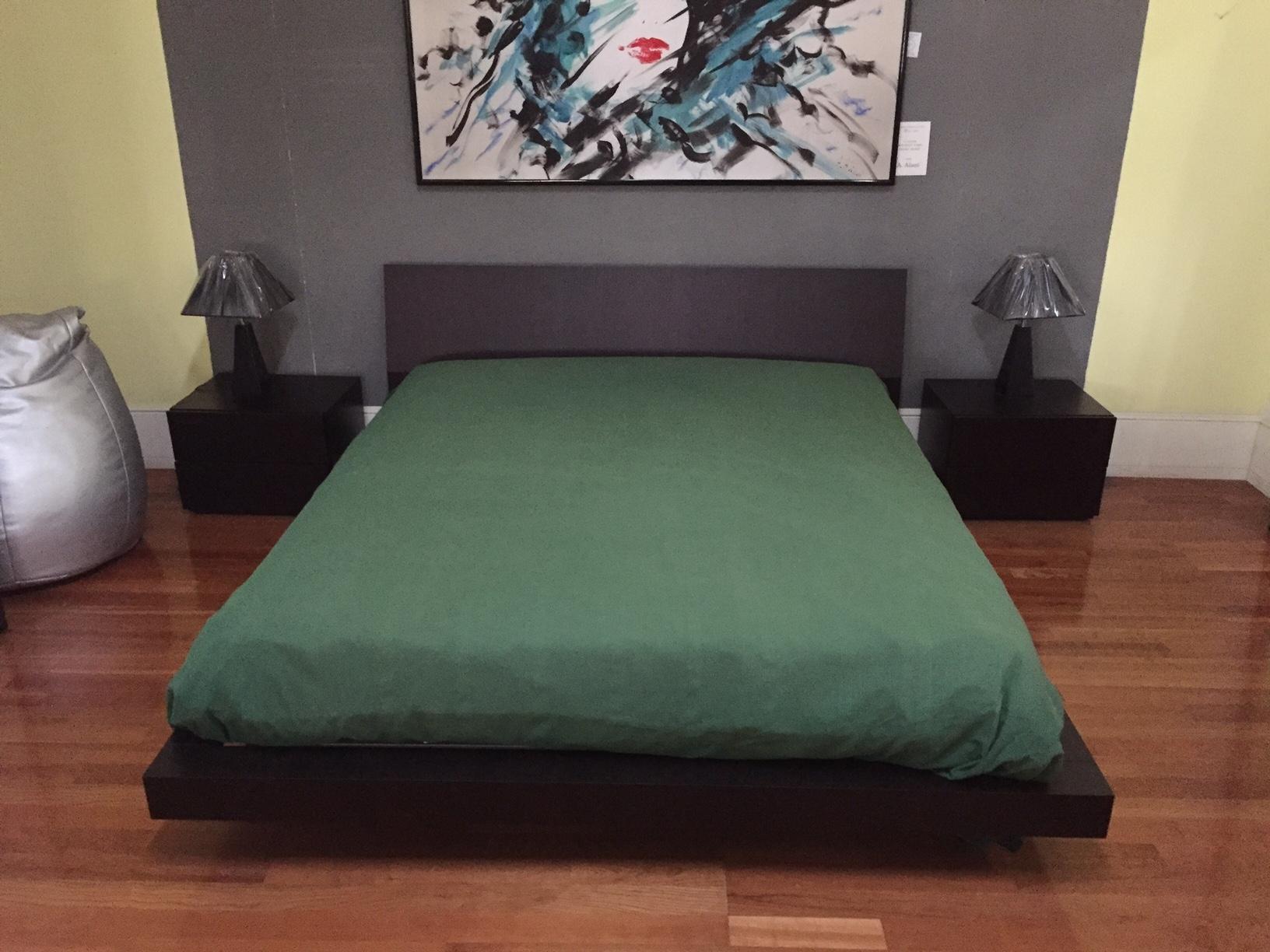 Pianca camera da letto completa armadio scorrevole for Costo camera da letto completa