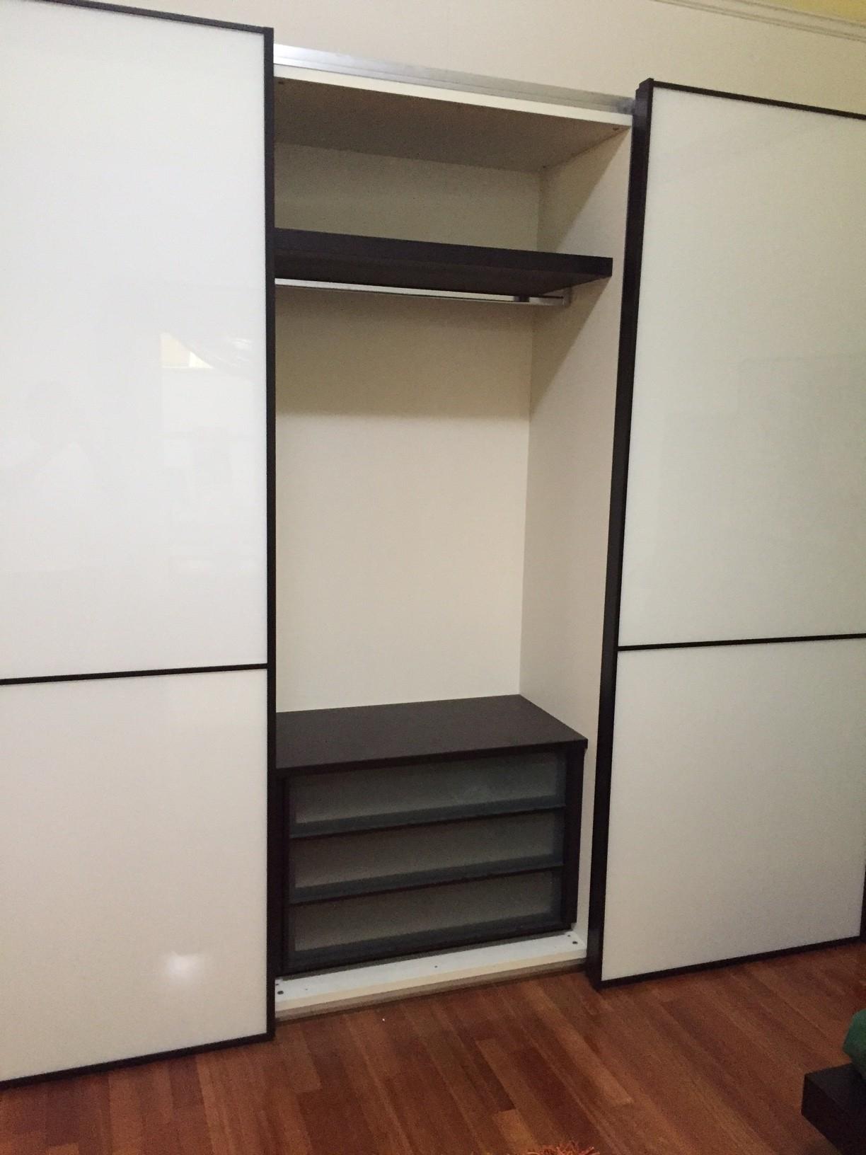 Pianca camera da letto completa armadio scorrevole for Armadi camere da letto prezzi