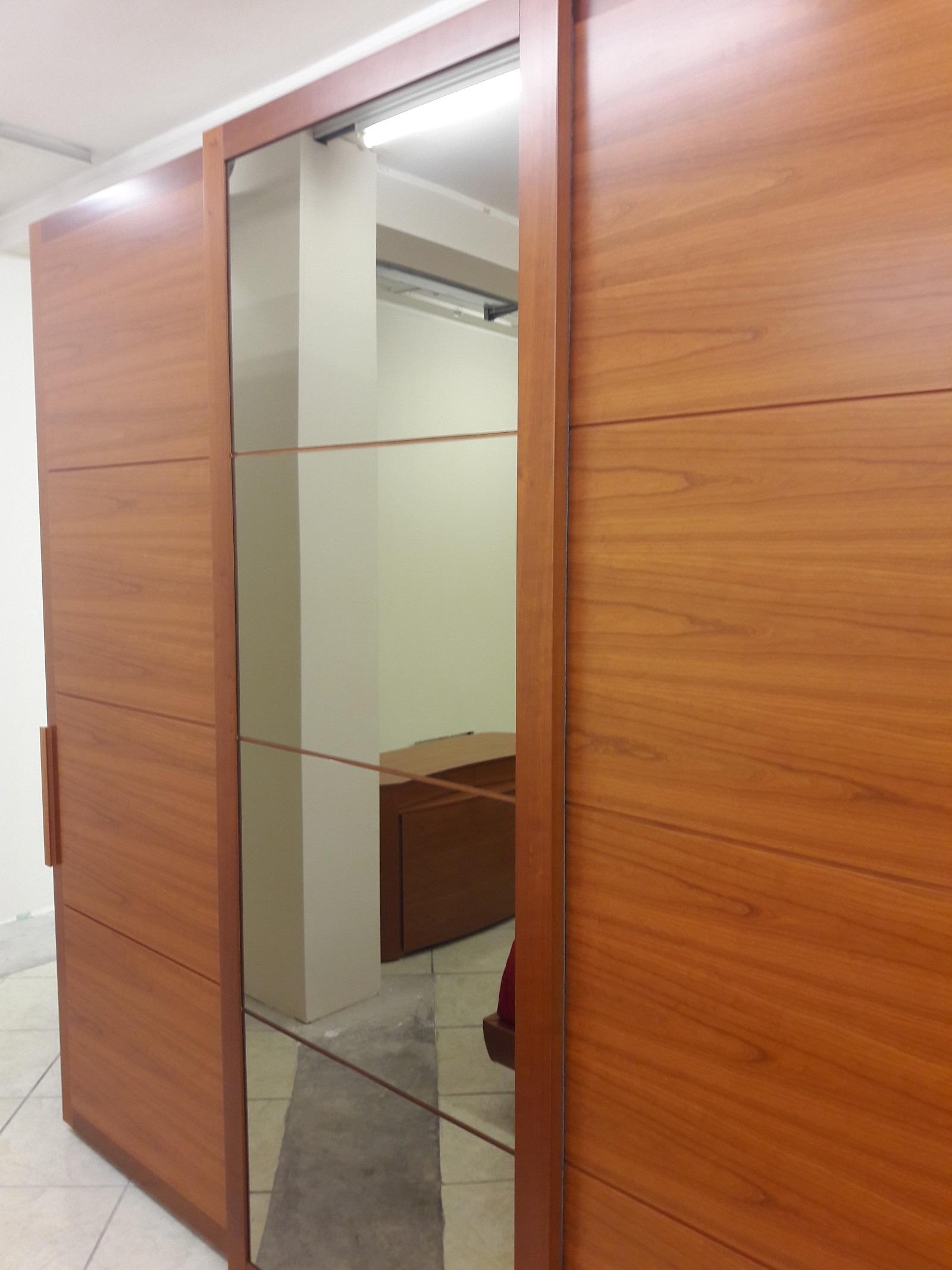 Camera moderna in legno ciliegio completa armadio ...