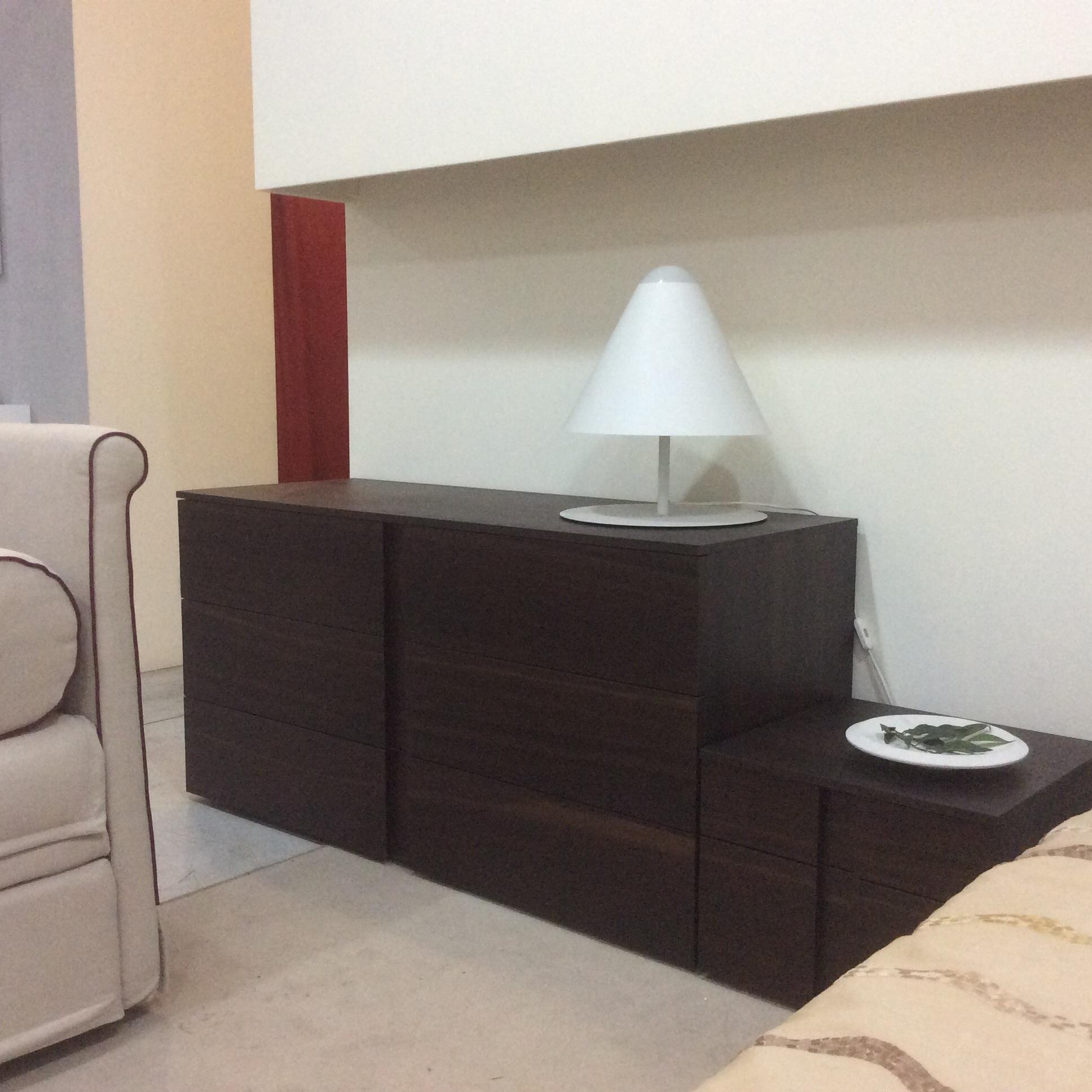 Camera silenia linear moderno vero legno camere a for Comodini moderni