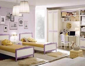 Cameretta con due letti a terra armadio a due ante scrivania e mensole per cameretta da bambini