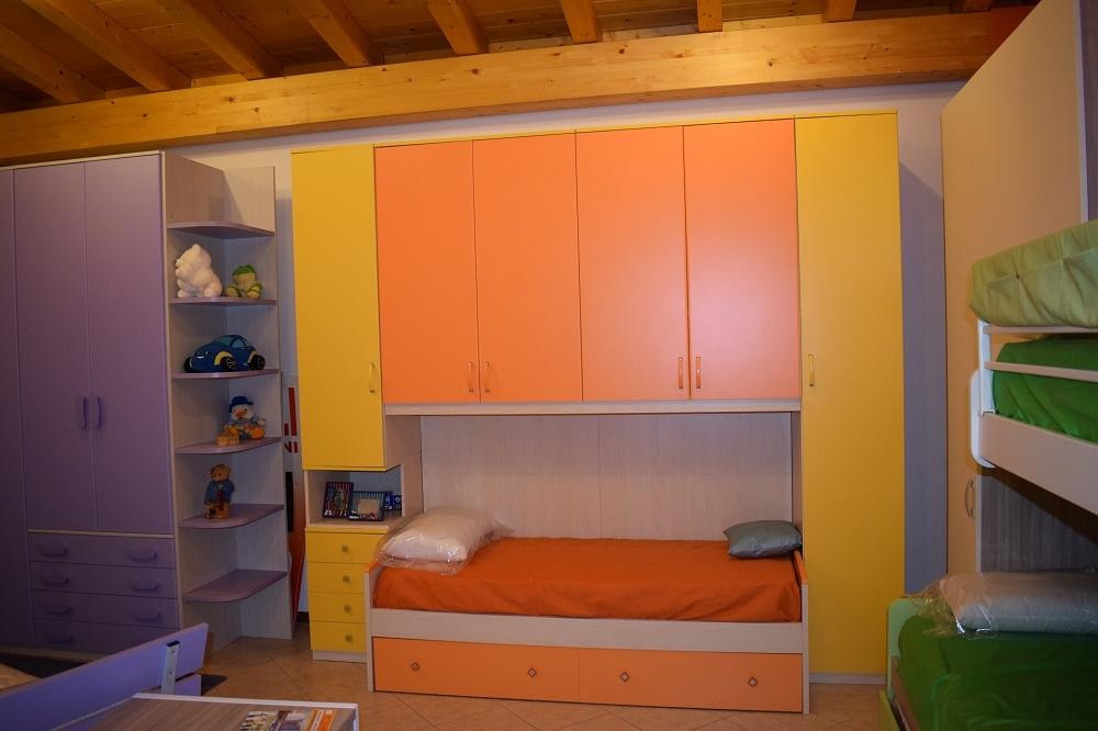 Cameretta aponte gialla e arancio con un letto - Camerette a prezzi scontati