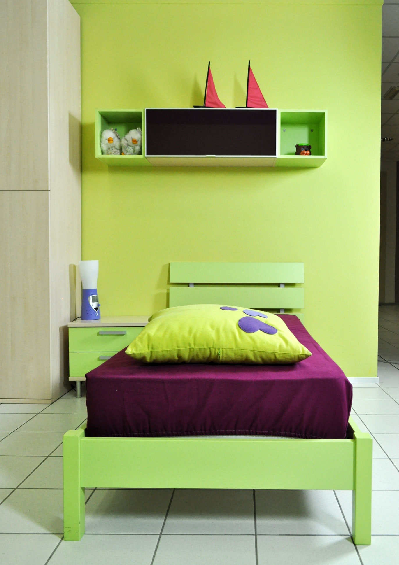 Cameretta colombini golf con cabina e scrivania letto a terra ...