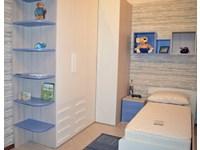 Cameretta con cabina armadio angolare letto con il contenitore