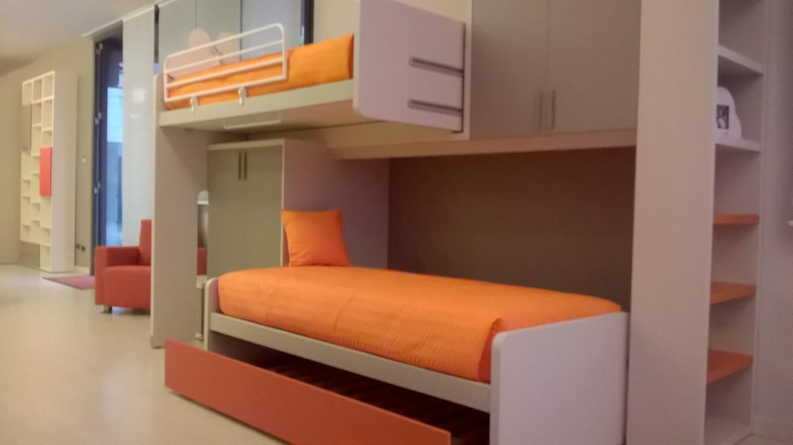 Letti a soppalco per ragazzi roma design casa creativa e for Camerette a tre letti